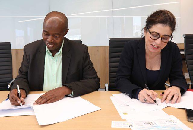 ECDC BATSA MoU signing - (from left) Ndzondelelo Dlulane + Soraya Benchikh (2)