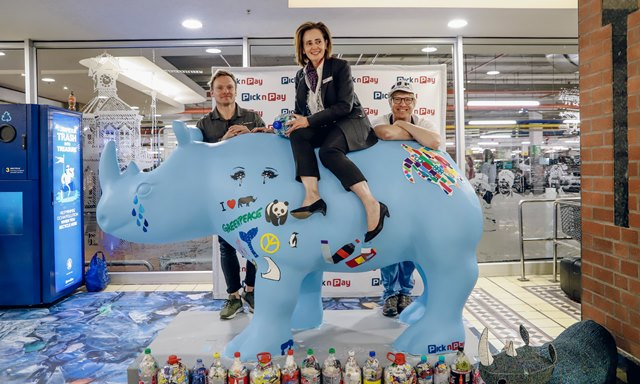 PnP-Joe Pietersen (Nkombe Rhino) Suzanne Ackerman-Berman (Pick n Pay) and local designer and artist Heath Nash